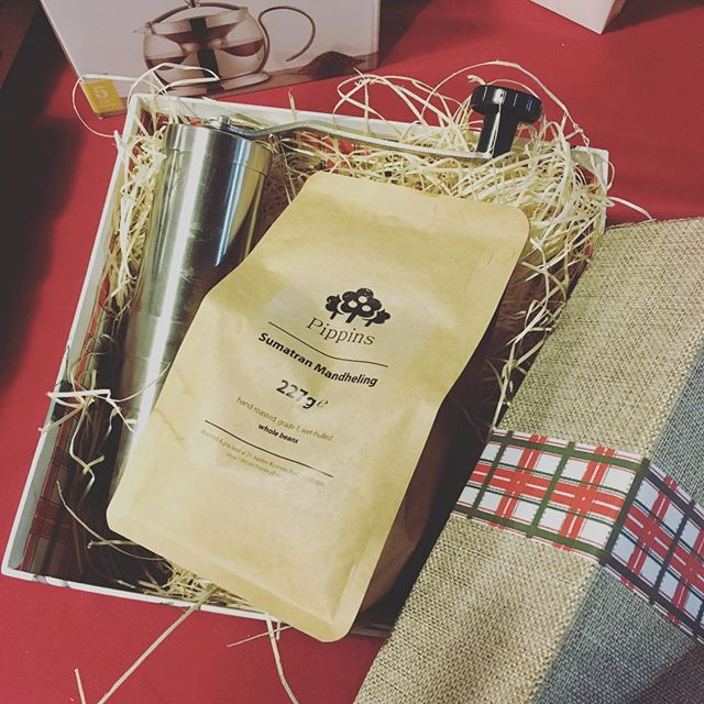 Pippins Sumatran Mandheling coffee beans and hand grinder gift set - taking the taste of Pippins home for Christmas 🎄