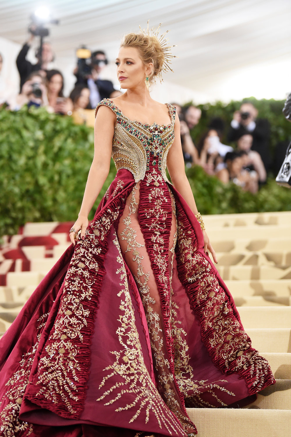 https://www.bustle.com/p/blake-livelys-2018-met-gala-dress-took-over-600-hours-to-make-it-was-worth-it-9017742