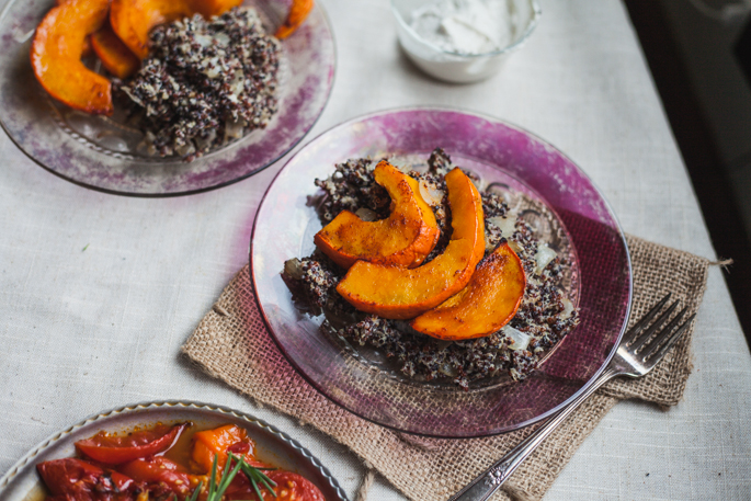 roasted kabocha squash over creamy cashew quinoa with smokey tomatoes | recipe via will frolic for food (vegan, gluten free)