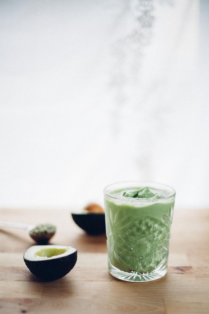 avocado mango green smoothie recipe (vegan) via will frolic for food