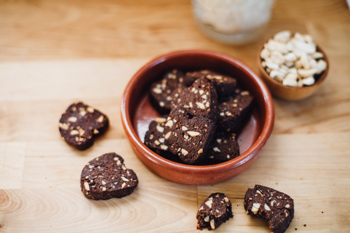 paleo cocoa cashew shortbread cookies -- recipe via will frolic for food