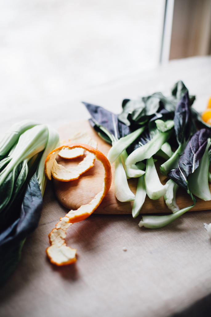 szechuan bok choy miso soup w/ brown rice noodles & fresh tangerine. a creative vegetarian lunch or dinner! recipe via will frolic for food (gluten free, vegan)