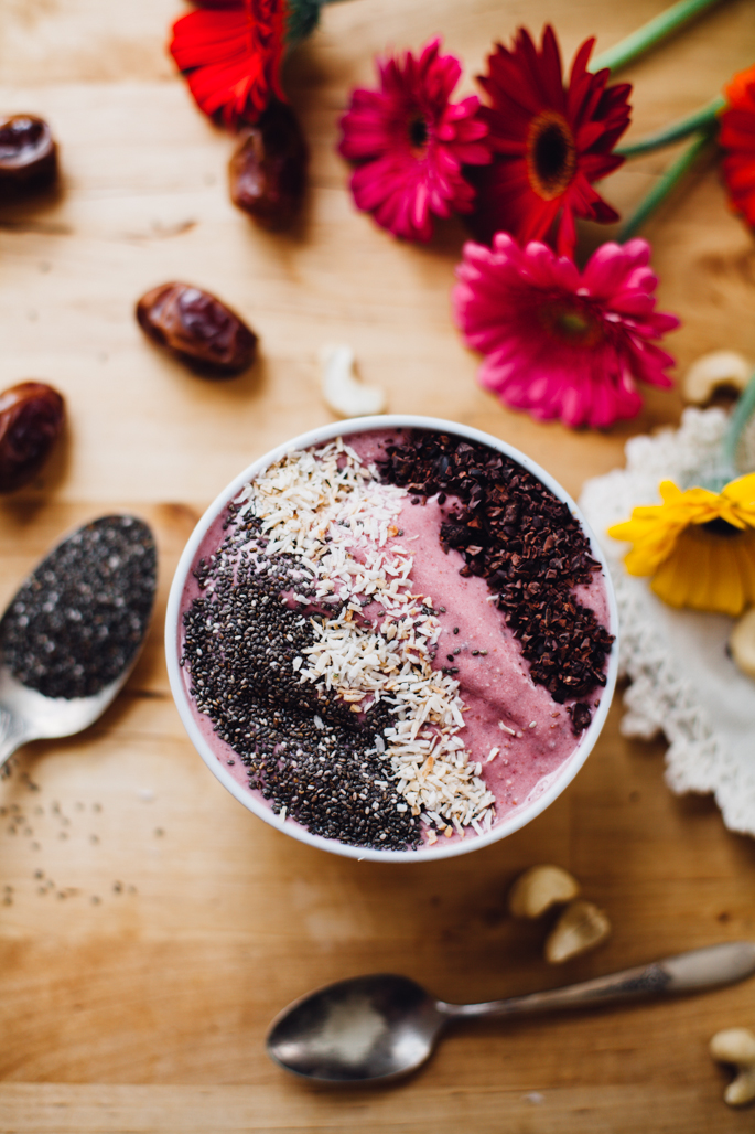 spring awakenings strawberry smoothie bowl | vegan recipe via will frolic for food