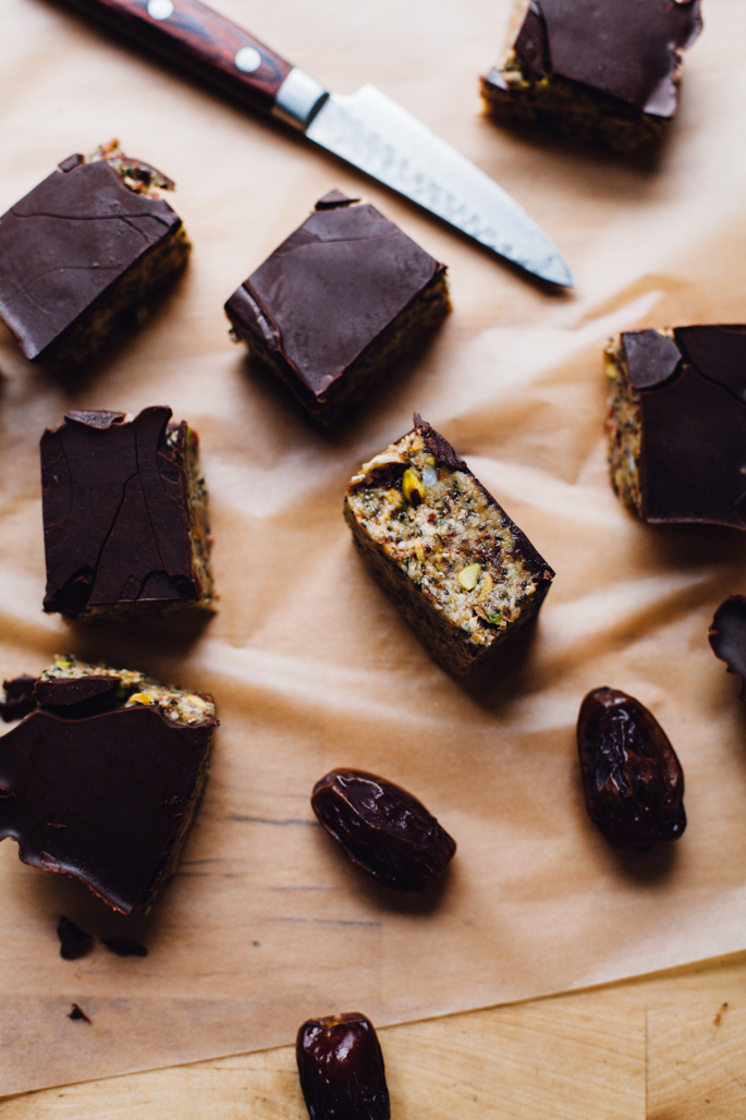 hemp tahini date caramel bars (tastes like a candy bar but healthy enough to support an athlete!) | vegan & gluten free recipe via will frolic for food