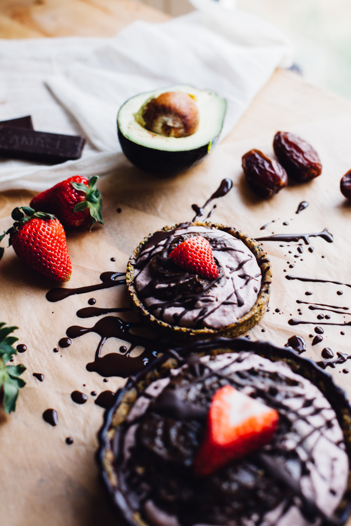 raw strawberry goddess & superfood chocolate swirl tarts | no bake, real food goodness! vegan gluten free recipe via will frolic for food
