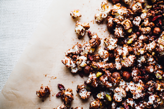super food chocolate snacking popcorn -- an easy, healthy snack that comes together in 15 minutes! vegan & gluten free recipe via will frolic for food
