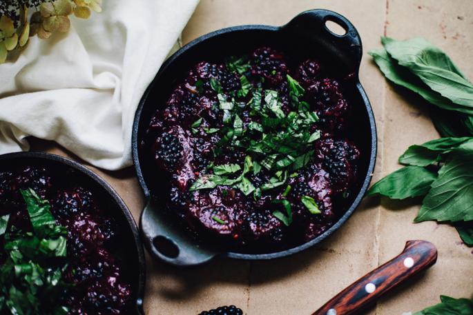 date-sweetened blackberry basil crumble | vegan & grain free recipe via will frolic for food
