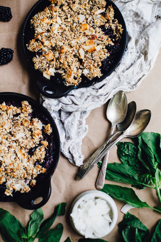 date-sweetened blackberry basil crumble | vegan & grain free recipe via will frolic for food