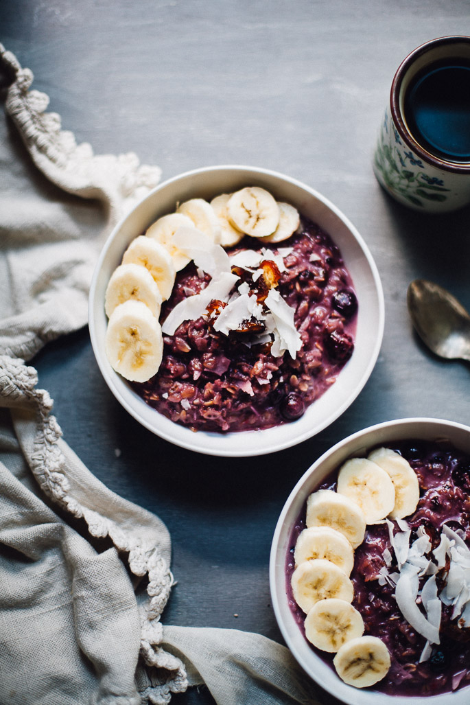 toasted berry coconut oatmeal | vegan and gluten free breakfast recipe via Will Frolic for Food