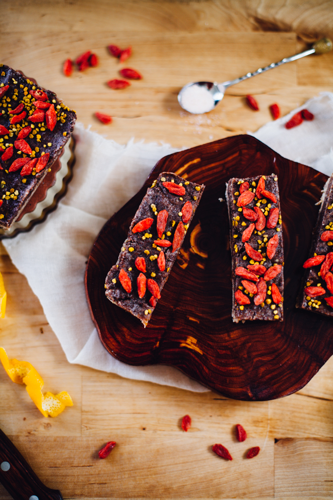 raw goji cacao brain booster bars | 5 vegan, soy, and gluten free travel snacks | recipe via willfrolicforfood.com
