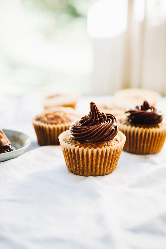 pumpkin spice cupcakes with kahlua chocolate ganache frosting | vegan recipe (made with spelt!) via willfrolicforfood.com