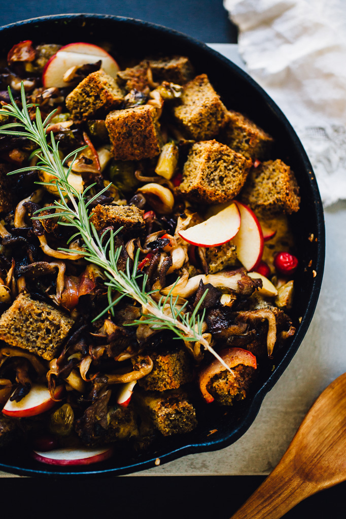 cornbread stuffing with apples, mushrooms, and brussels sprouts | gluten free, dairy free, vegan option recipe via willfrolicforfood.com