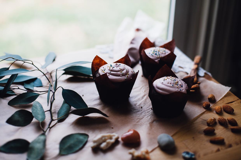 vanilla coconut cream dream cupcakes (grain free, dairy free) | willfrolicforfood.com