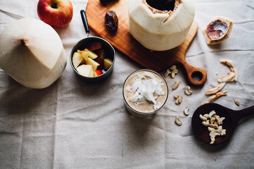raw caramel apple smoothie | recipe via willfrolicforfood.com