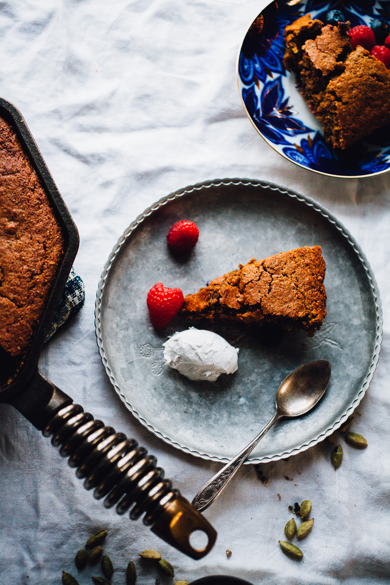 sunflower berry skillet cake (gluten free, dairy free) | recipe via willfrolicforfood.com