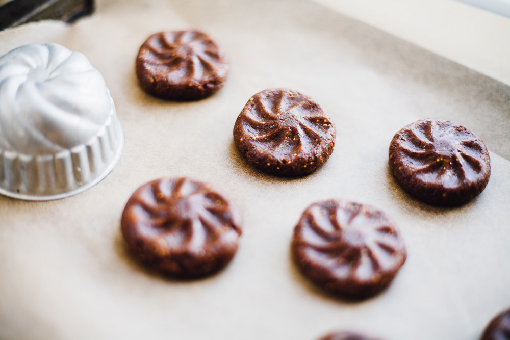 fig cocoa almond cookies! vegan and gluten free recipe via willfrolicforfood.com