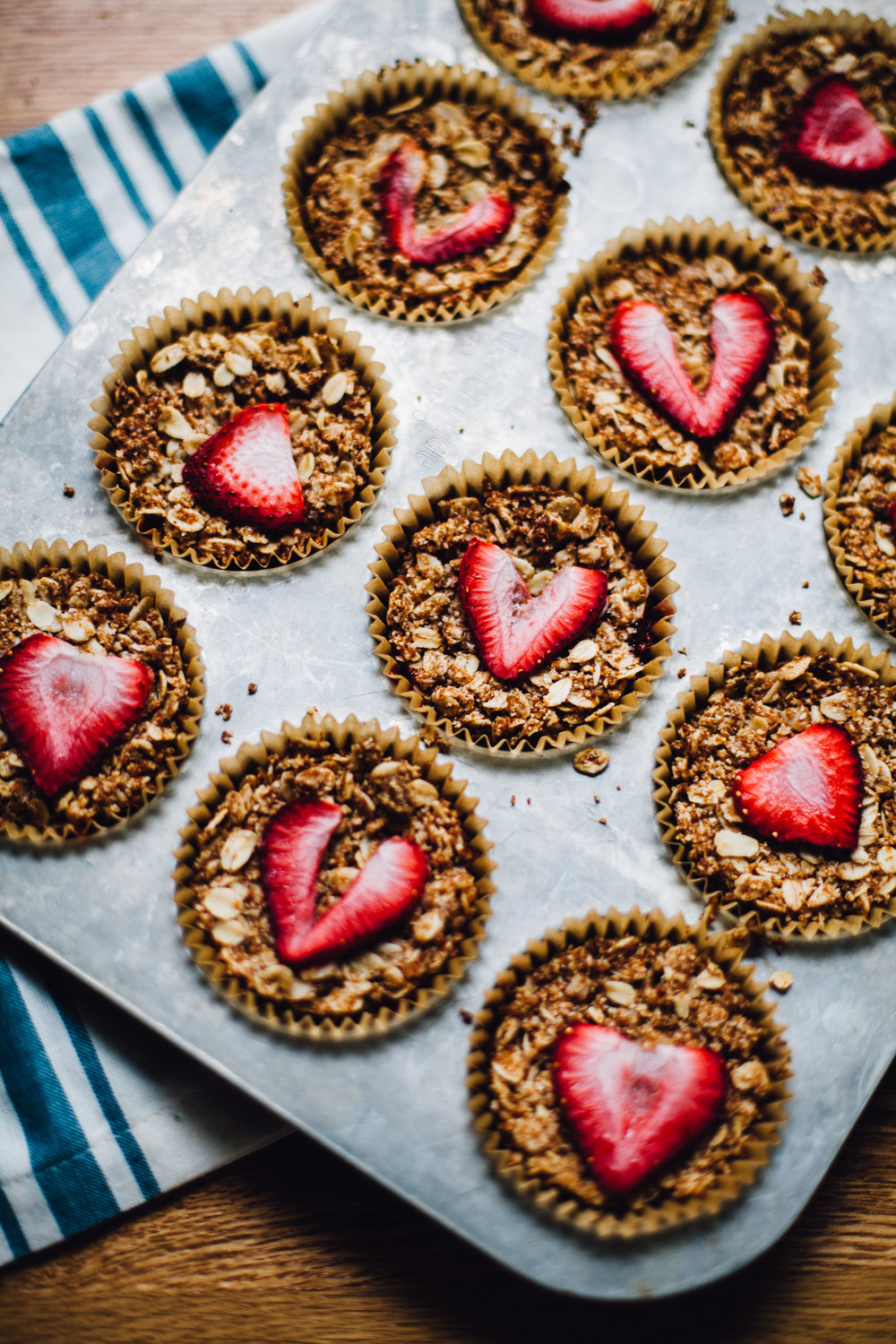 strawberry rhubarb crumble bites | vegan and gluten free recipe via willfrolicforfood.com