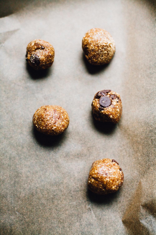 vegan no-bake cookie dough ice cream sandwiches (gluten free) | recipe via willfrolicforfood.com