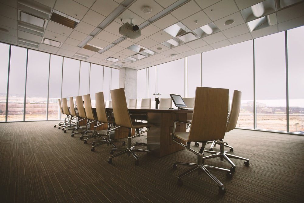 conference-room-768441_1920-haze.jpg