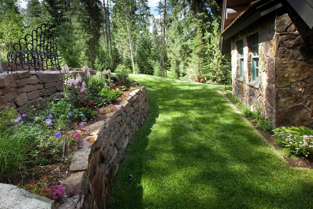 Cresent H Lower lawn.jpg