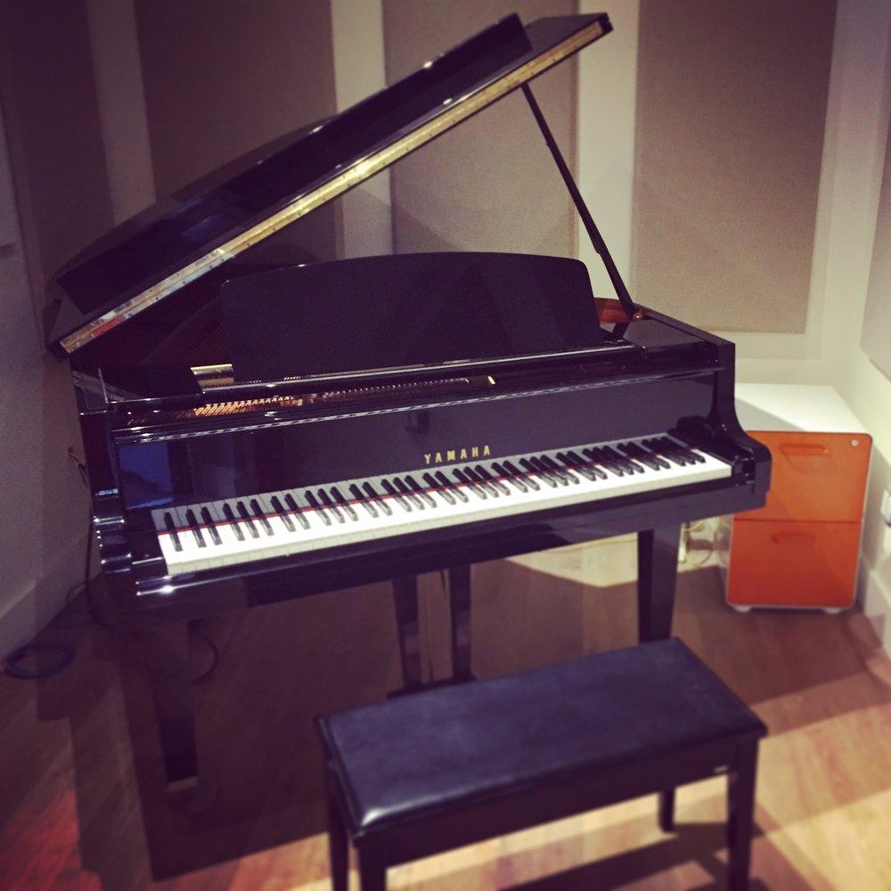yamaha g2 piano.JPG