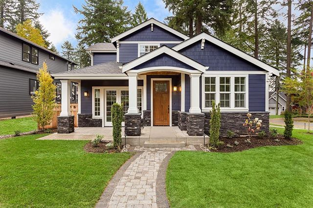 """ If you're on the hunt for an inoffensive neutral house color that is neither common nor dull, check out navy blue. It will add plenty of drama to your exterior, but it's an elegant color, not a vibrant or garish one. It also plays well with a variety of other hues, so it gives you the flexibility to have fun with accent colors."" - Houzz —————————————————————— #bluedoorpaintinginspiration #navyblue #navybluehouse #exterior #exteriorpainting #exteriorpaint #chicagoland #chicagopainter #chicagocontractor #chicagobusiness #house #home #homeexterior #houseexterior"