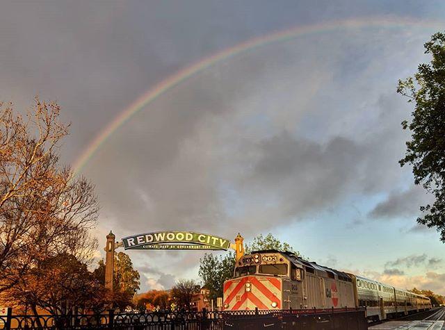 Good signs 5-Feb-2019 #redwoodcity #caltrain #rainbow #doublerainbow #ifyousquint #morningcommute #sfbayarea #sfpeninsula #siliconvalley #pixel3 #snapseed