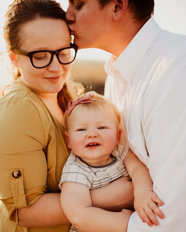Natalie + Lance = Amelia • • • • • #portlandphotographer #pdxphotographer #pdxmom #helloadventure  #joyfulmamas #pnwcanon #motherhoodunplugged #morherhoodinspired #lightroom #wanderingphotographers #familycollective #muchlove_ig #love #familyphotography #iglove #familyphotographer #sunkiss #meganrosephotography #love #candidmotherhood #rawmotherhood #family #wildheartspresets  #igmotherhood #fall #wildheartslab #family #mama #photog