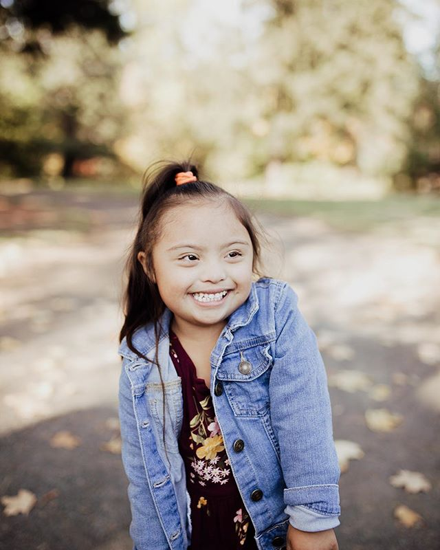 Let me start your Monday off with the cutest smile around. • • • • #portlandphotographer #pdxphotographer #pdxmom #helloadventure  #joyfulmamas #pnwcanon #motherhoodunplugged #morherhoodinspired #lightroom #wanderingphotographers #familycollective #muchlove_ig #love #familyphotography #iglove #familyphotographer #sunkiss #meganrosephotography #love #candidmotherhood #rawmotherhood #family #wildheartspresets  #igmotherhood #fall #wildheartslab #family #mama #photog