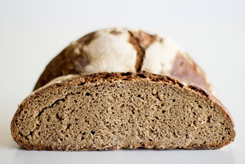 Pan de Centeno Integral, con masa madre - Harina de Centeno de Grano Completo Molturada a la Piedra