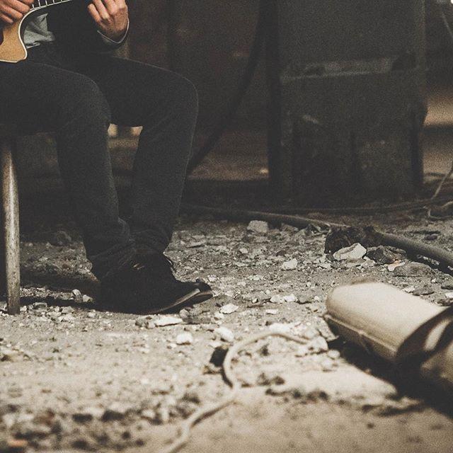 #malteselke #instaart #pictureoftheday #art #slice #slices #music #guitar #singing #dust #dirt #fun #style