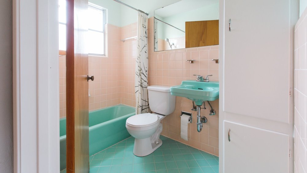 Love_Ding_Blog_Home_Renovation_Project_Vintage_Turquoise_Sink_Guest_Bathroom_Diana_Ascarrunz_Photography.jpg