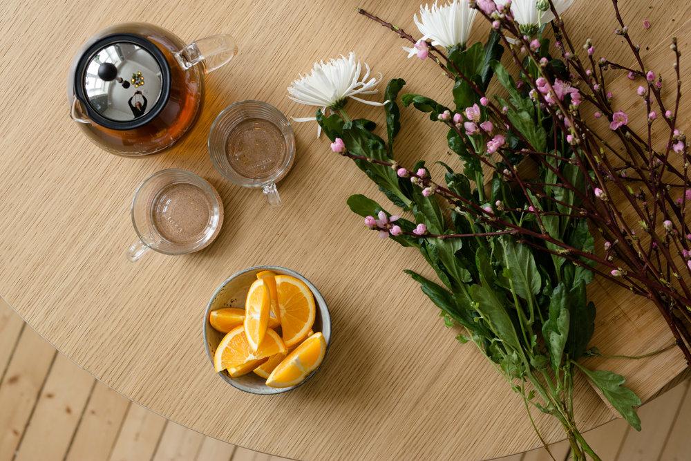 ferske blomster og nybrygget te