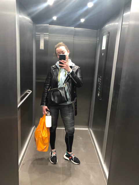 Lizzie dropping off a shop on her way to the gym