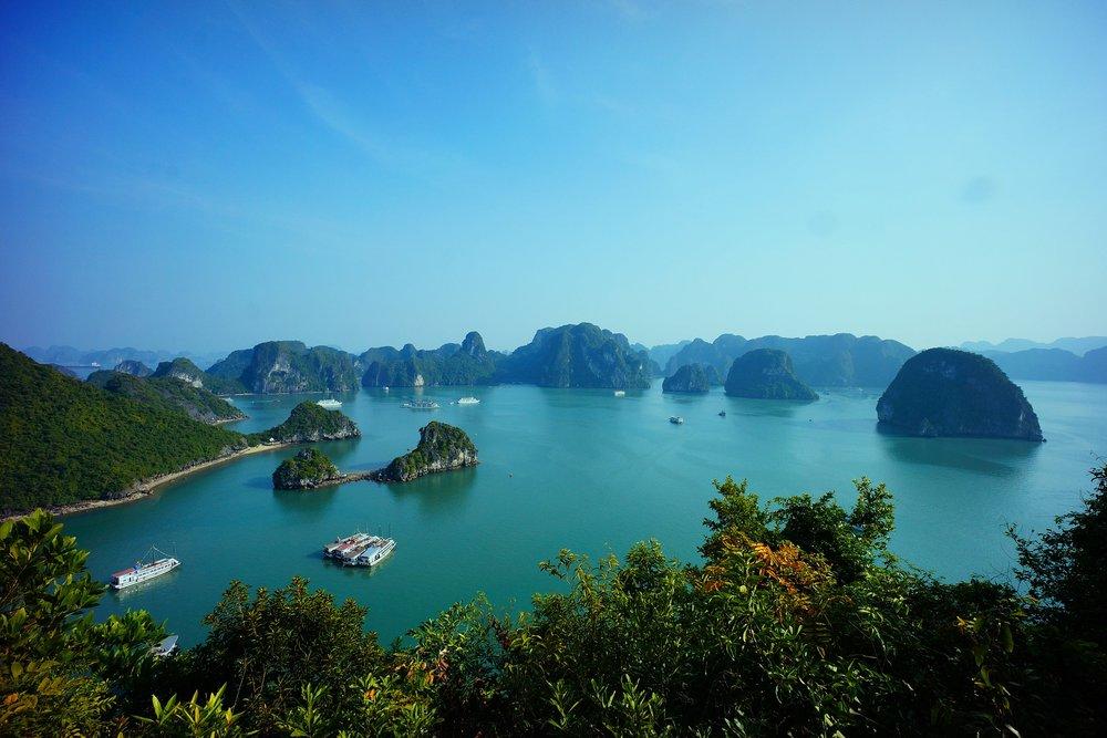 halong-bay-vietnam-593840_1920.jpg