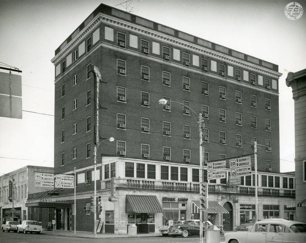 Daniel Ashley Hotel (1955-6).jpg