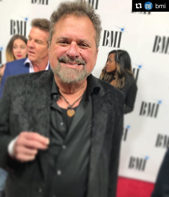 What a fun night with my BMI family! Congrats to Steve Cropper for being named 2018 BMI Icon! #Repost @bmi with @get_repost ・・・ Our 2017 #BMIIcon @bobdipiero came to celebrate our 2018 #BMIIcon Steve Cropper. #BMICountryAwards