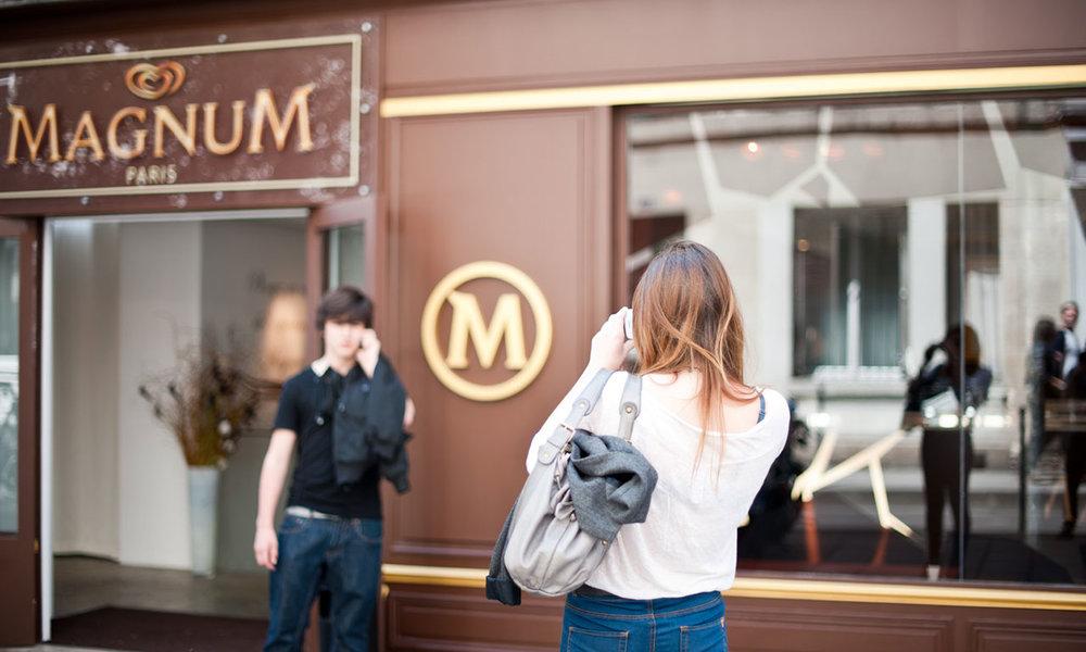 MAGNUM ICE CREAM CAFE PARIS  // INTERIOR DESIGN // FURNITURE DESIGN