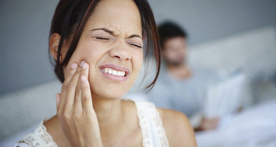 الوقاية تسوس الاسنان مضغ العلكة toothache.jpg?format