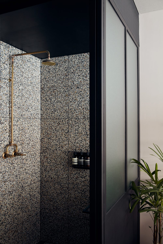 Paramount-House-Hotel-Everyday-Room-Shower-1000x1500.jpg