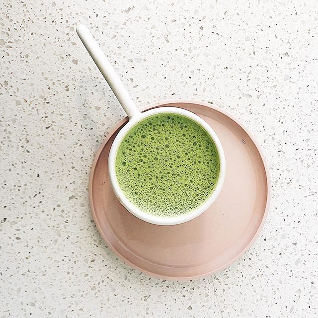 Our go matcha lately packed with protein and ingredients that boost the mind + energize the body + promote glowing skin, yes please👇🏻 . . . Hot water 1 tsp. @ritualcosmic habitual 1 scoop of @vitalproteins collagen Splash of mct oil Tsp. hemp seeds  Half a date . . Blend on high, pour, enjoy