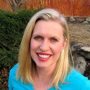 square profile Annette.jpg