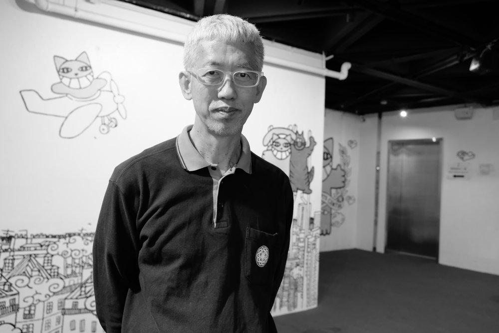 黃勤帶 - 知名香港紀實攝影師,生於1957年,年輕時曾任突發記者,主要出版攝影集包括《皇后旅館》、《Vajrayāna》、《89廣場的日子》及《2002-07香港地》、《Fukushima》。
