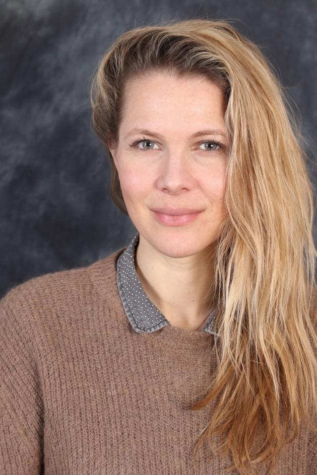 Emmanuelle Bousquet - 法國攝影師,畢業於Speos Photography Institute。她把鏡頭對準女性胴體,展現她們獨特的一面。網站:http://www.emmanuellebousquet.com