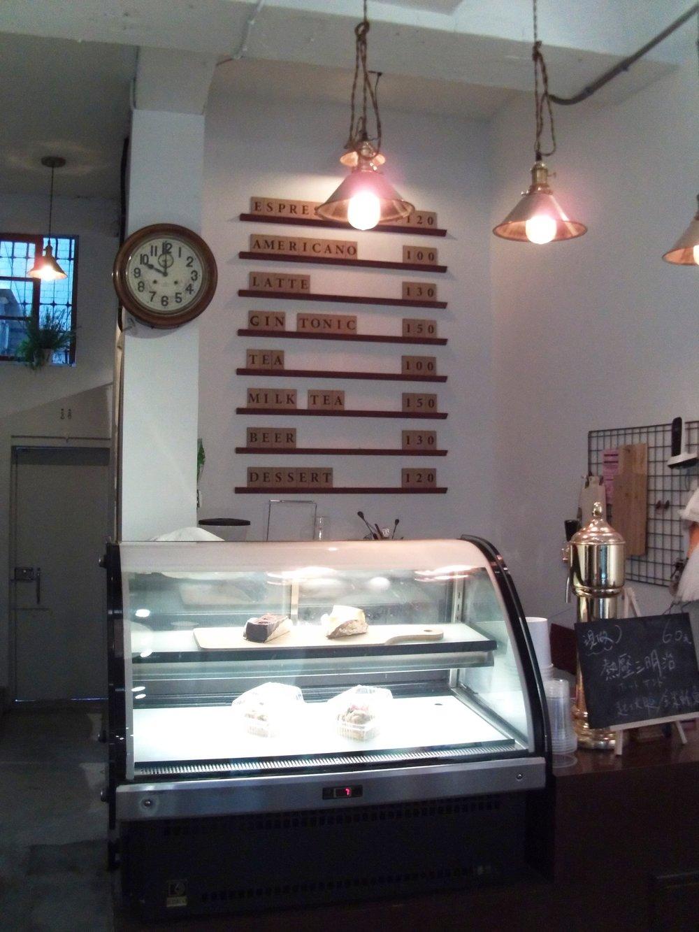 《谷居Gu Ju》除了定期舉行展覽,更是一間有品味的咖啡店,讓人有一種舒適閒逸的感覺。