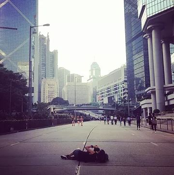 Kyra Campbell - 英國攝影師,畢業於倫敦藝術大學及威斯敏斯特大學,主修攝影。Kyra現為活動攝影師,曾為HKWALLS、Secret Walls HK及Your Mum presents拍攝。網站:https://www.kyracampbell.com/