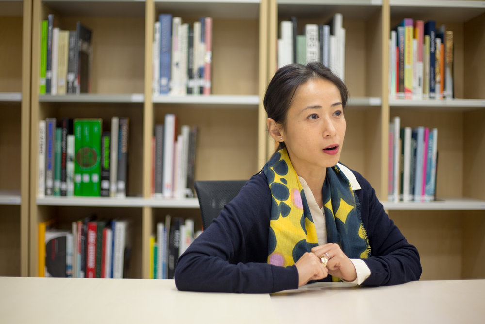 譚雪凝 (Isabella) - 現為M+視覺藝術團隊副策展人,專門研究M+ 希克藏品中的當代中國藝術,同時涉獵東亞地區攝影藝術及其他項目。她是展覽《廣東快車》(2017) 及《M+ 希克藏品展:中國當代藝術四十年》(2016) 的共同策展人之一,並曾參與《M+ 進行:充氣!》(2013) 及《宋冬:三十六曆》(2012) 等展覽。她曾於香港視覺藝術中心擔任助理策展人,亦曾於倫敦Whitechapel Gallery出任策展員,並於英國University of Essex取得藝術史及策展研究雙碩士學位。https://www.westkowloon.hk/tc/mplus