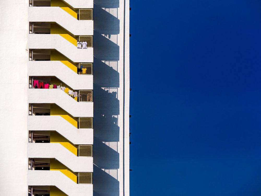 ©William Leung - William以在沙田乙明邨拍攝的作品《天梯》奪得2017年《國家地理會德豐香港攝影大賽》香港地組別的佳作獎。