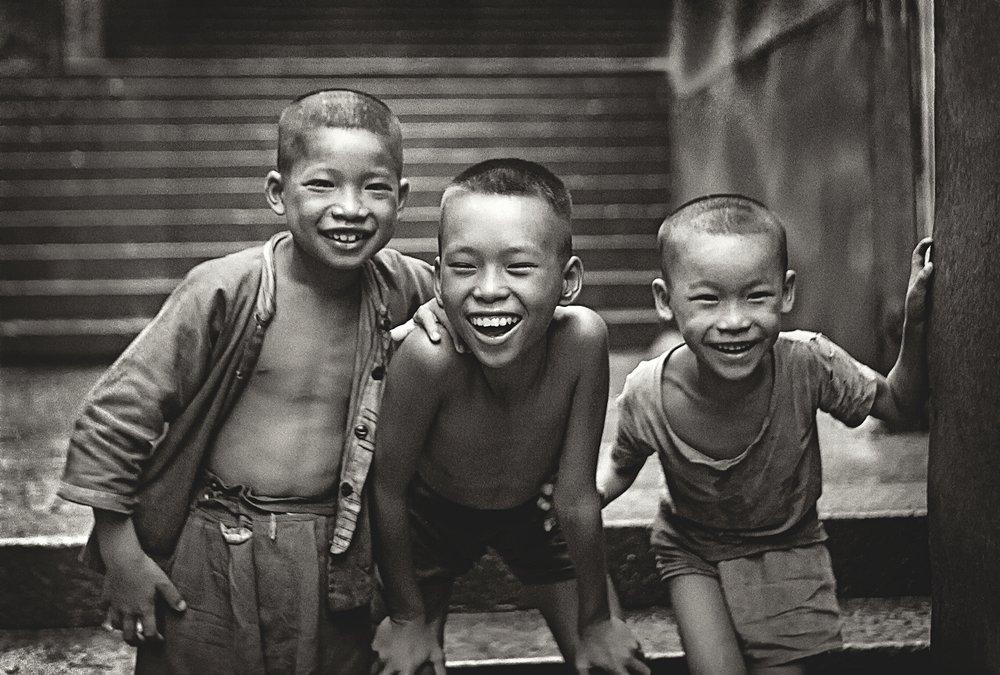何藩《念香港人的舊》(PORTRAIT OF HONG KONG) - 展覽日期:2019年3月22日至4月14日(逢星期三至星期日)開放時間:11:00至18:00展覽地點:Blue Lotus Gallery(香港上環磅巷28號)更多資訊:https://bluelotus-gallery.com/