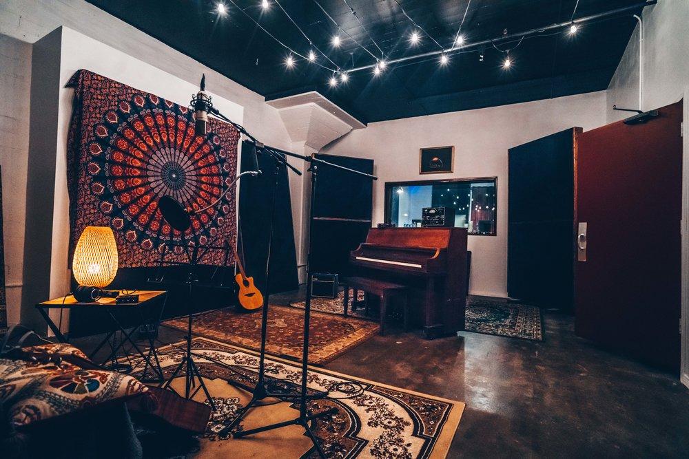 Neon Sound LA Recording Studio DTLA NOHO